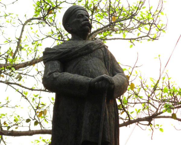 Памятник Балу Гангадхару Тилаку