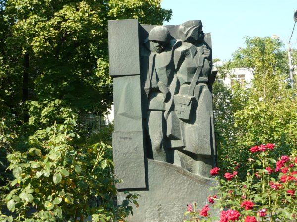 Памятник военным врачам в Ростове-на-Дону
