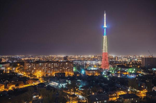Ростовская телебашня в тёмное время суток
