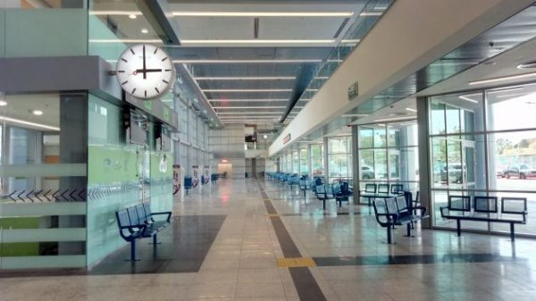 Пустой зал автовокзала
