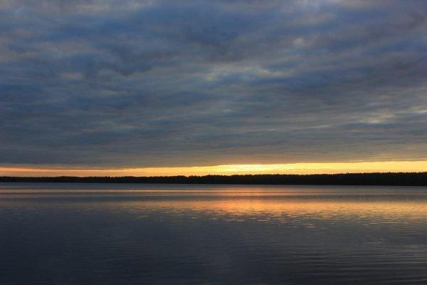 Озеро Шугозеро на закате