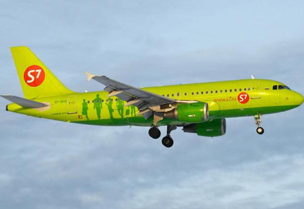 Самолёт компании S7 выполняет рейс