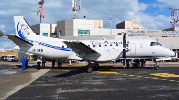 Самолёт в аэропорту Хайфы