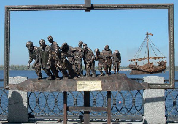 Скульптура «Бурлаки на Волге» в Самаре