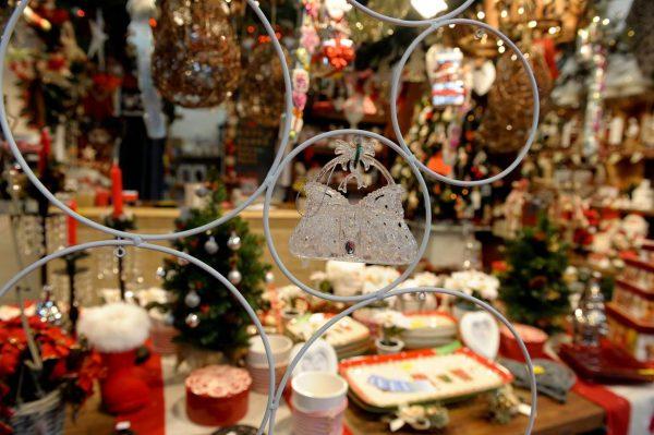 Сувениры на рождественской ярмарке в Генуе