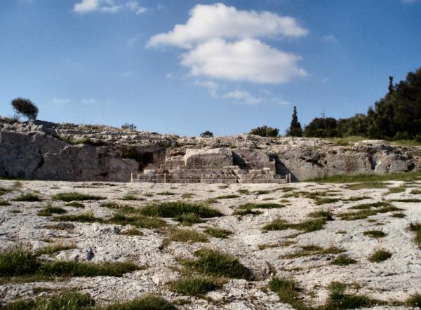 Трибуна оратора на холме Пникс в Афинах