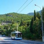 Троллейбус на дороге Алушты