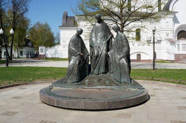 Скульптура «Троица»