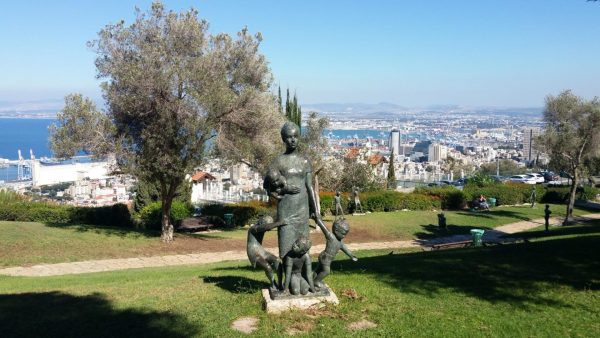 Вид на Хайфу из сада Скульптур