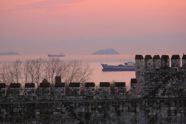Вид на крепость Едикуле в Стамбуле