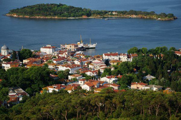 Вид на Принцевы острова недалеко от Стамбула