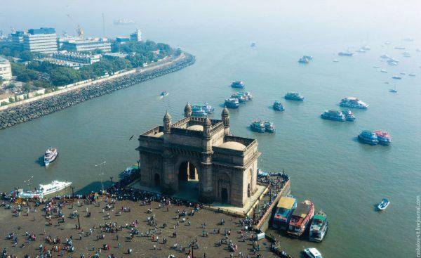 Вид на Ворота в Индию сверху