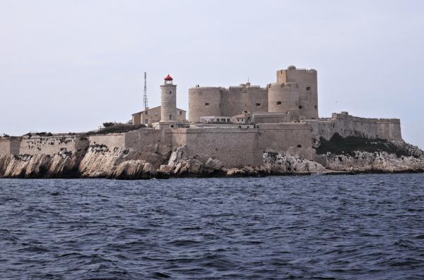 Вид на замок Иф в Марселе