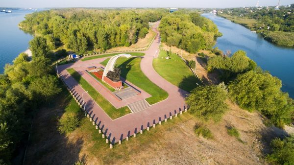 Вид на Кумженскую рощу с мемориалом в Ростове-на-Дону