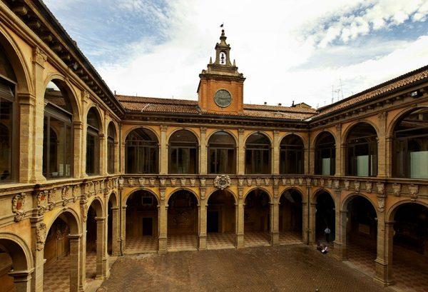 Внутренний двор университета Болоньи