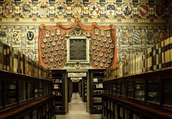 Зал дворца Архигимназии Болоньи