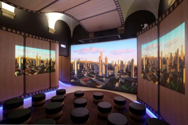 Зал дворца Пеполи с виртуальной галереей