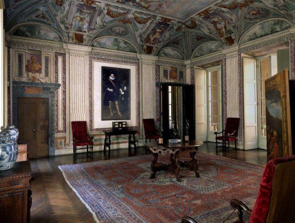 Зал Национальной галереи палаццо Спинола