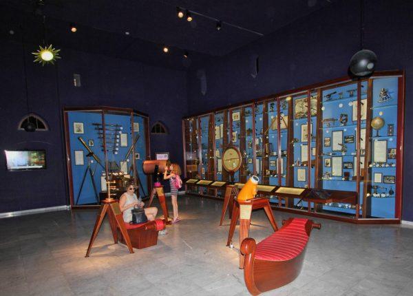 Зал музея науки