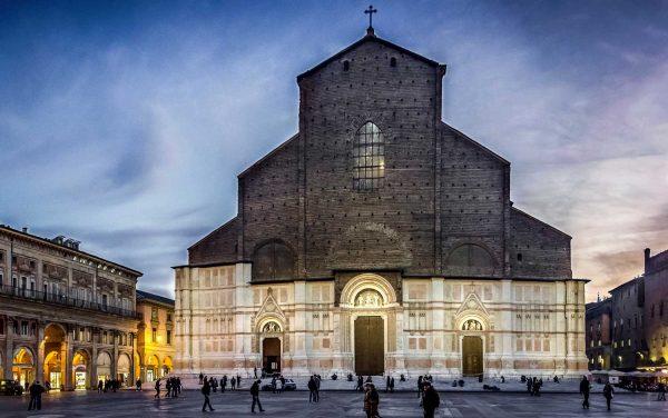 Здание базилики Сан-Петрио