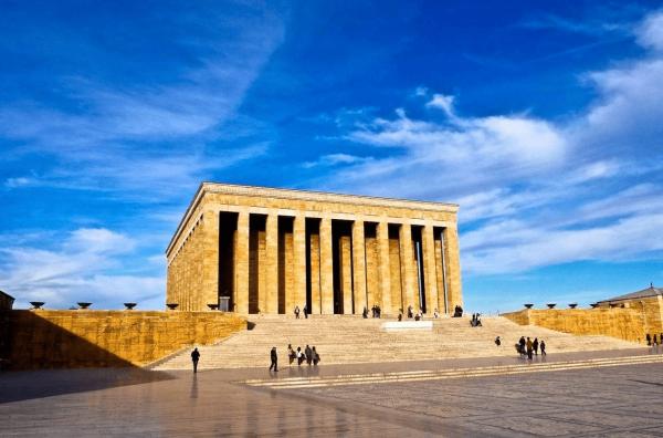Здание мавзолея Ататюрка в Анкаре