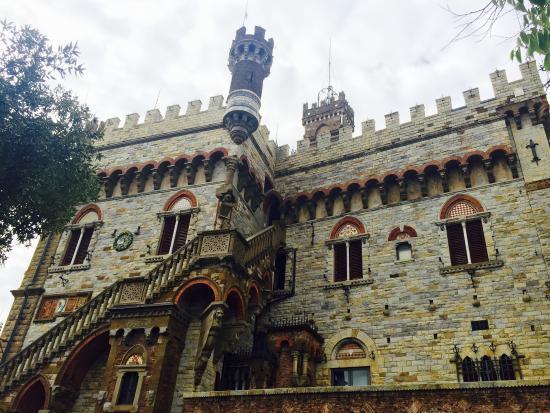 Здание резиденции Маккензи в Генуе