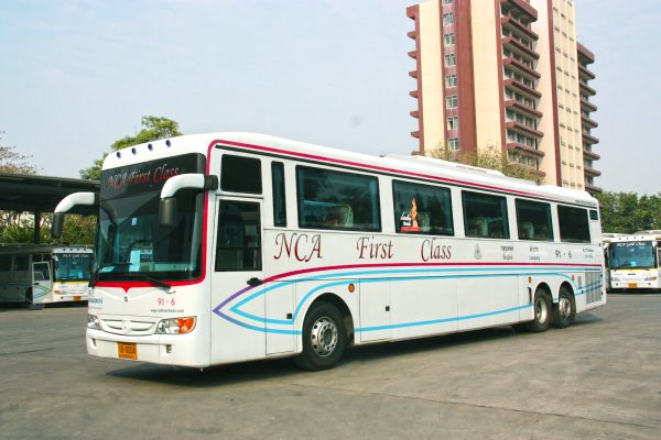 Автобус компании на автовокзале в Паттайе