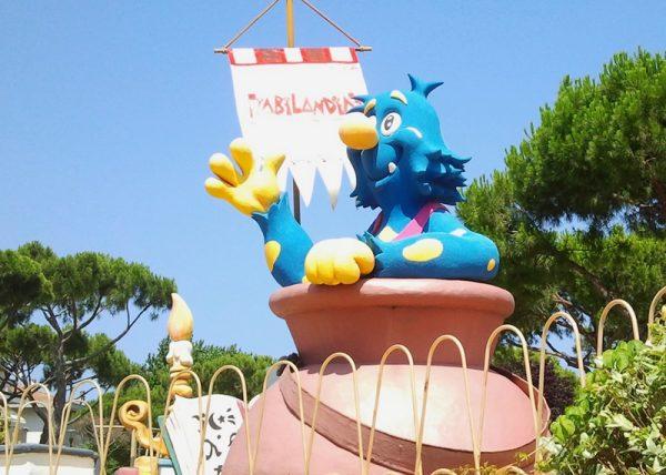 Фигуры сказочных персонажей в парке «Фиабиландия»