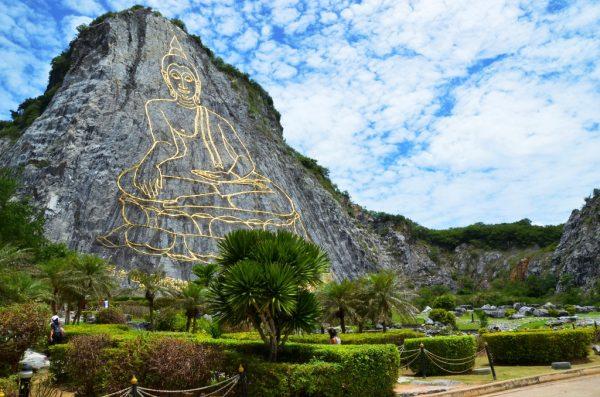Гора с изображением Будды