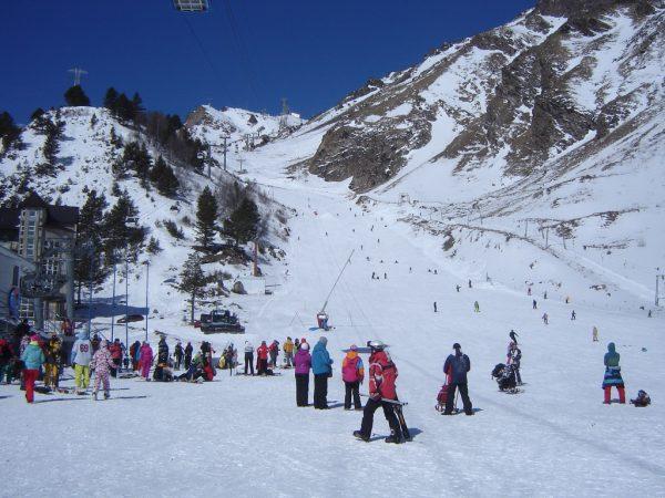 Горнолыжная школа на склонах Эльбруса