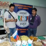 Дегустационный стол индийского центра «АМРИТ»