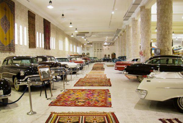 Коллекция автомобилей в музее