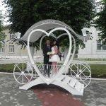 Кованная карета в свадебном стиле