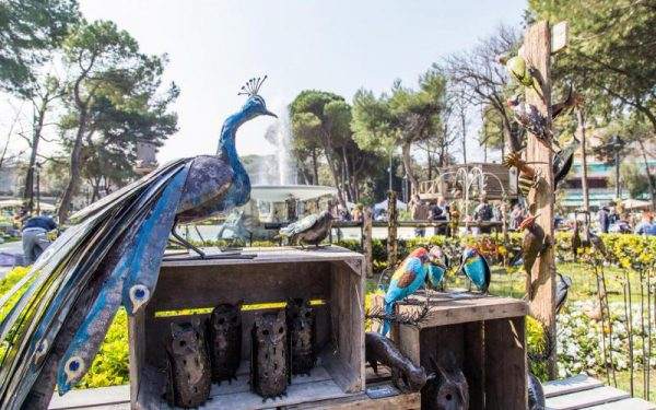 Кованые фигуры и декоративные украшения на выставке