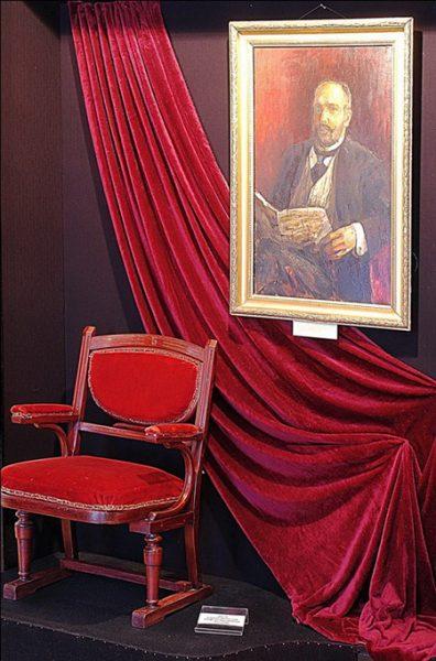 Кресло в музее