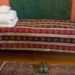 Кровать и тапочки Чайковского