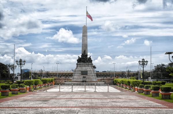 Монумент в парке Рисаль