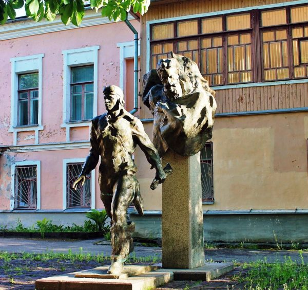 Музей и памятник «Два капитана»