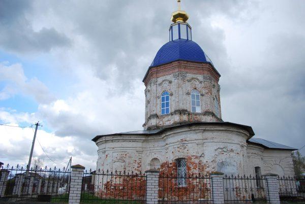 Никольская церковь на территории усадьбы