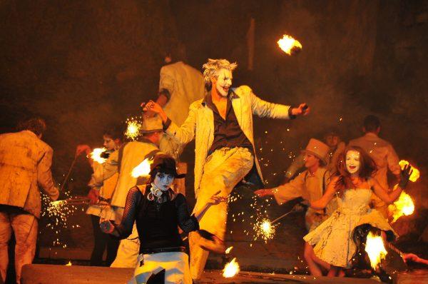Огненное шоу в Комсомольском парке Феодосии