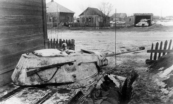 Немецкий танк в деревне Мценск под Ржевом