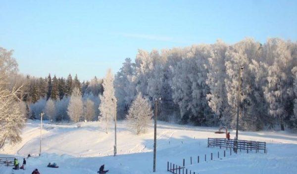 Вид на горки лыжного комплекса «Эглюкалнс»