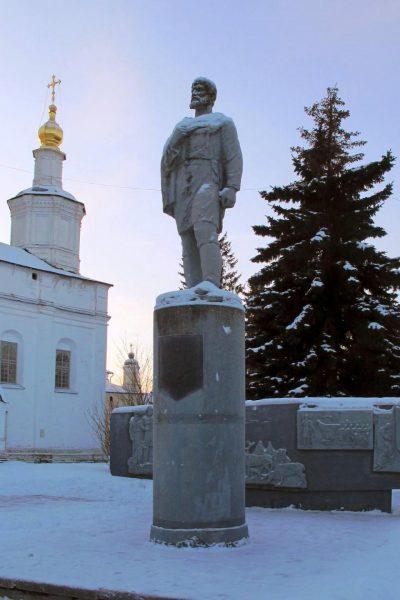 Памятник Дежнёву в Великом Устюге