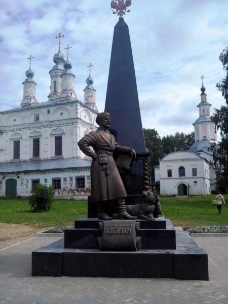Памятник Хабарову в Великом Устюге