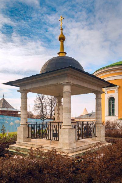 Памятник князю Фёдору, его жене и сыну, погибшим в 1237 году