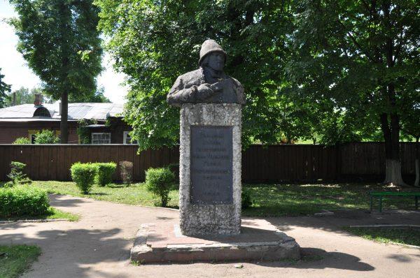 Памятник Курину