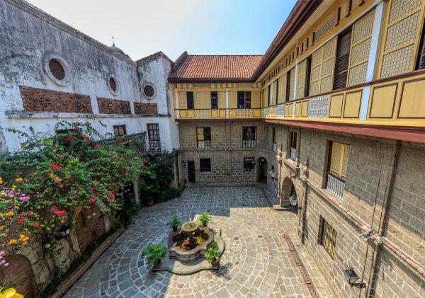 Патио в Casa Manila