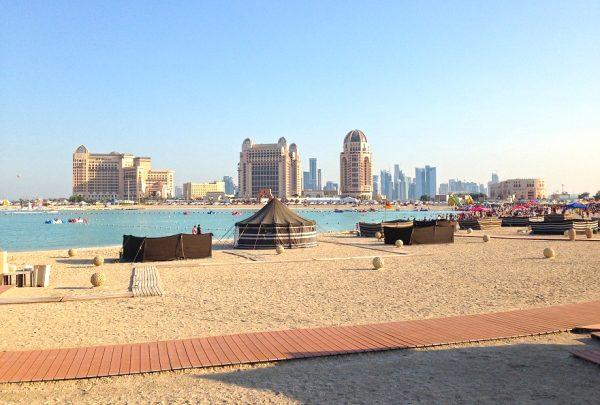 Пляж на побережье Дохи