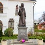 Памятник священномученику Серафиму, епископу Дмитровскому