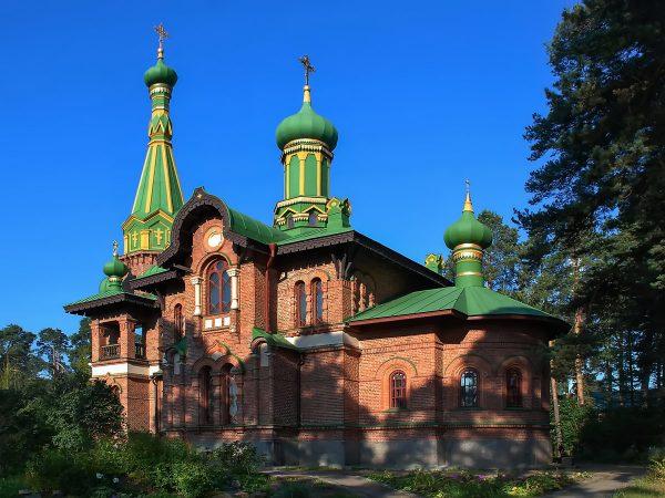 Одно из зданий подворья Спасо-Преображенского монастыря